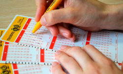 Зачем раскрывают информацию о пенсионерке, которой удалось выиграть в лотерею 506 млн. рублей?
