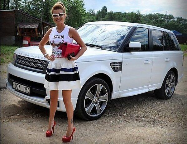 Сколько зарабатывает телеведущая Ксения Бородина?