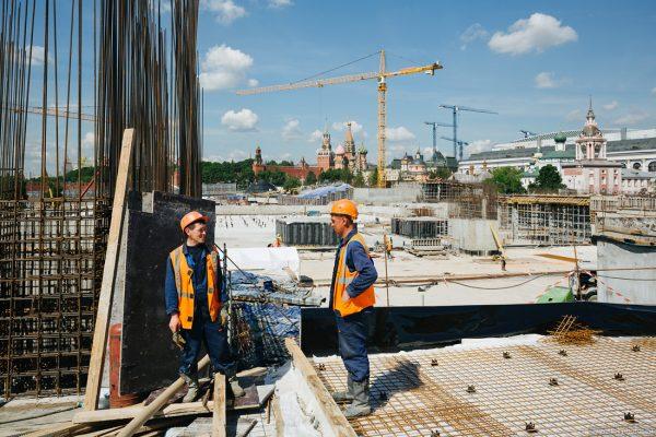 Сколько реально платят строителям в России