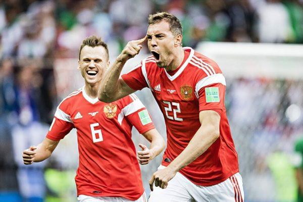 Сколько на самом деле зарабатывают футболисты в России?