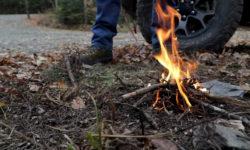 Как легко разжечь костер с использованием автомобиля