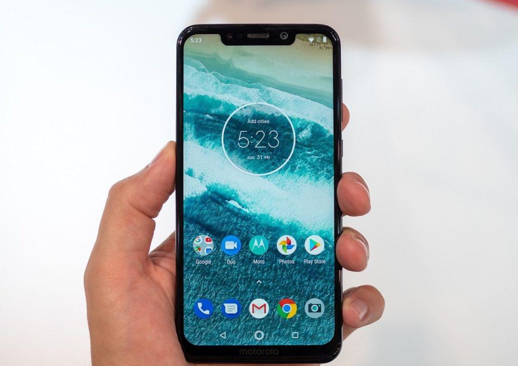 Motorola One Power: первый смартфон с Android 10