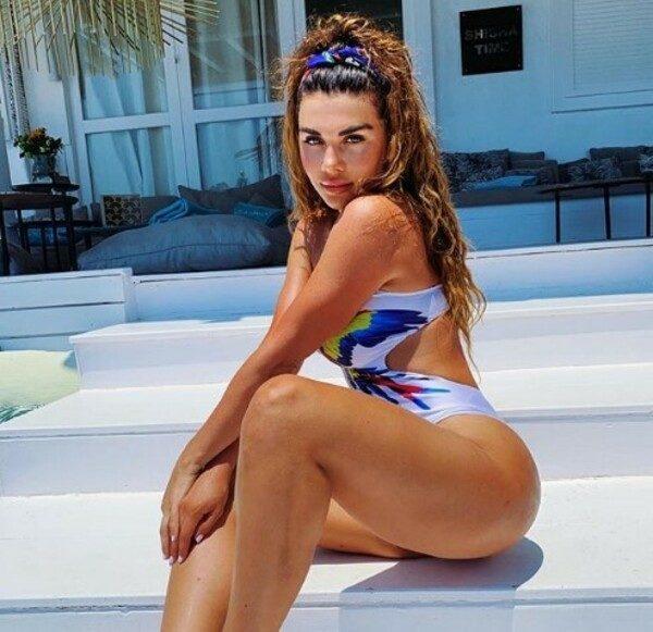 Фото российских звезд в купальниках 2020