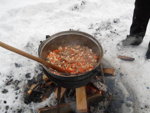 Что съесть, чтобы не замерзнуть: собираем продукты для зимнего похода