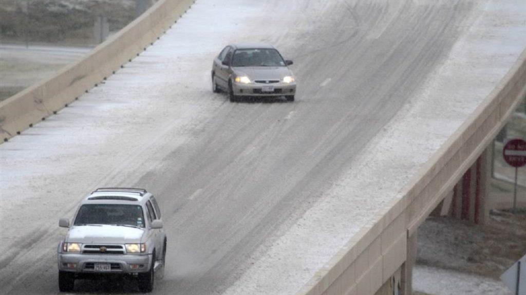 Советы для автомобилистов: как подниматься и спускаться с возвышенности зимой