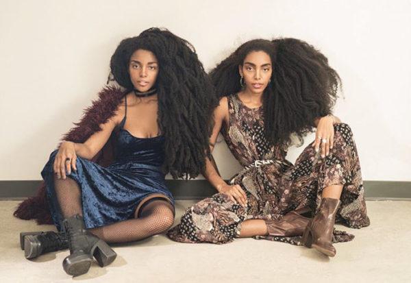 Вот это объем! Сестры-близняшки прославились благодаря своим волосам