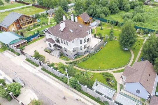 Квартира в столице и дом Федора Добронравова