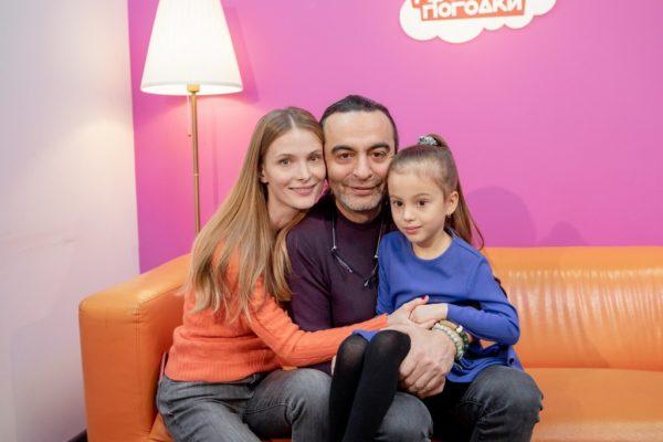 Почему Светлана Иванова прячет своих дочерей от поклонников