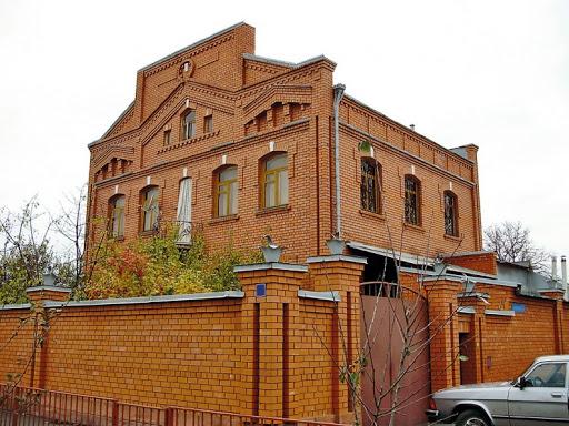 Где находится дом Виталия Калоева и кто сейчас в нем проживает