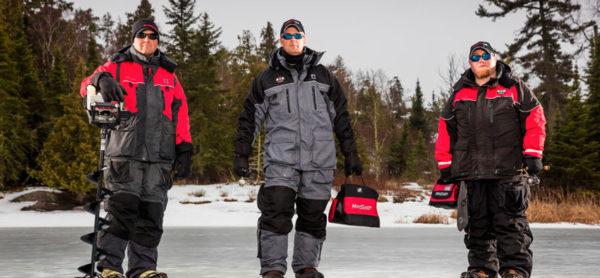 рыбаки в зимних костюмах
