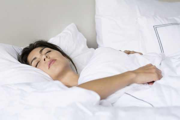 Сон тоже может вызвать морщины: вредные позы