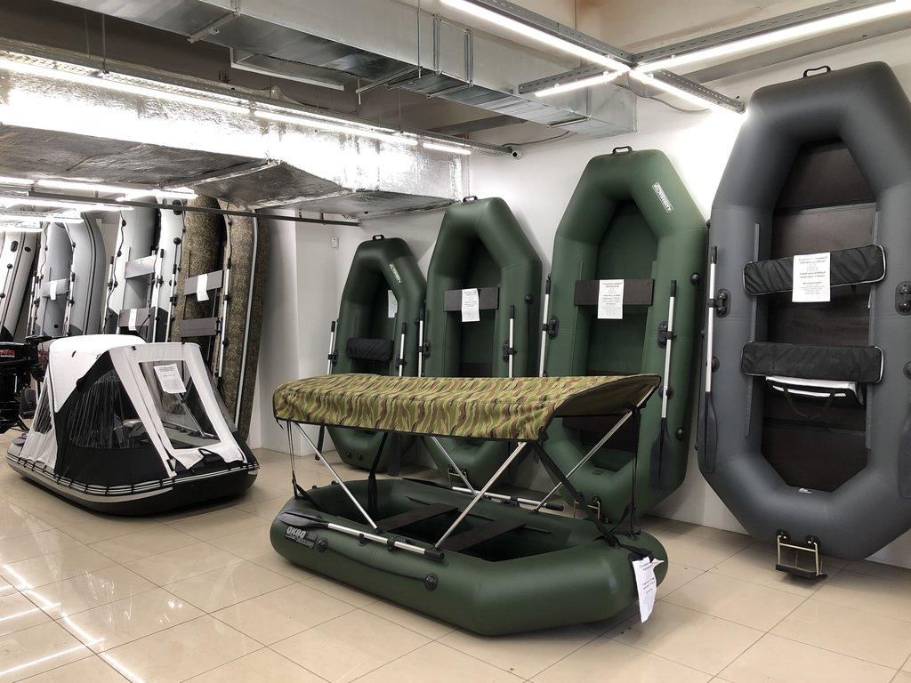 лодки в магазине
