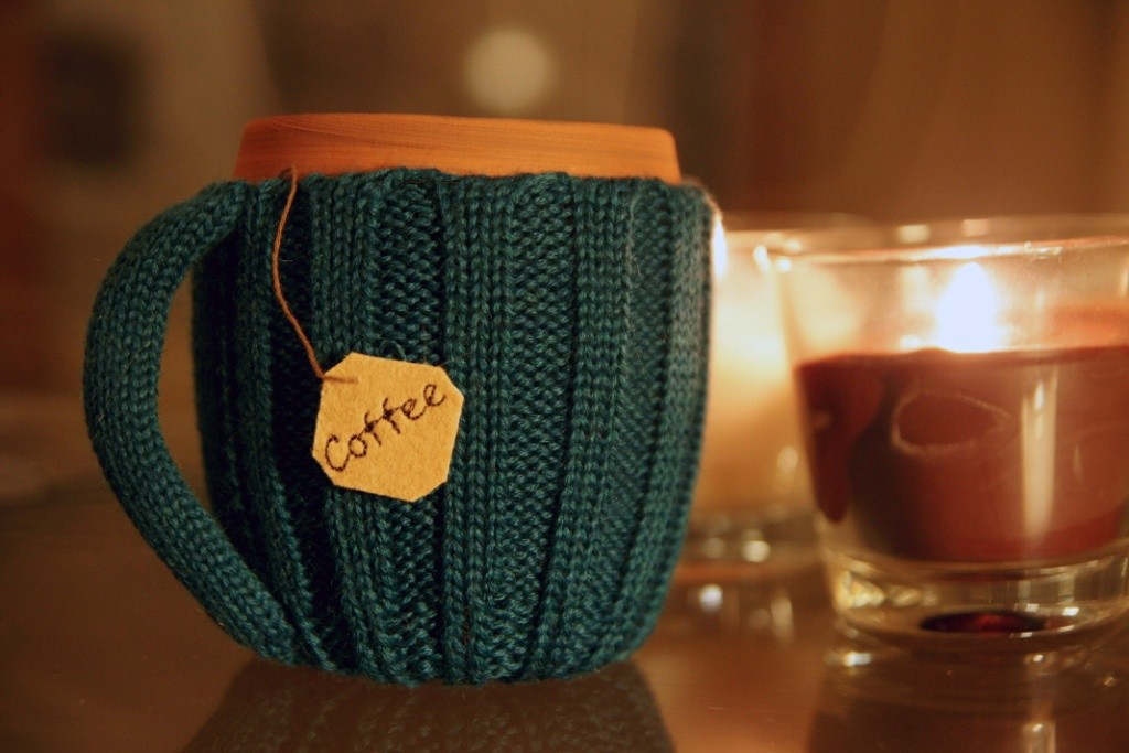 Вязаный «свитер» для чашки