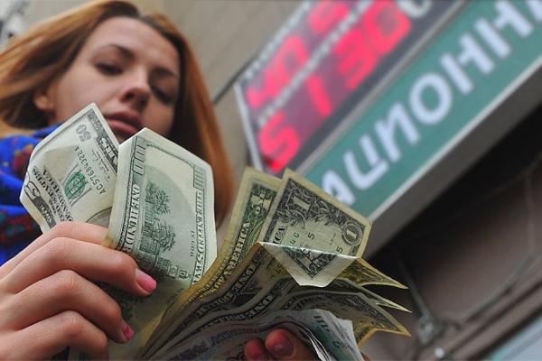 devushka s valutoj