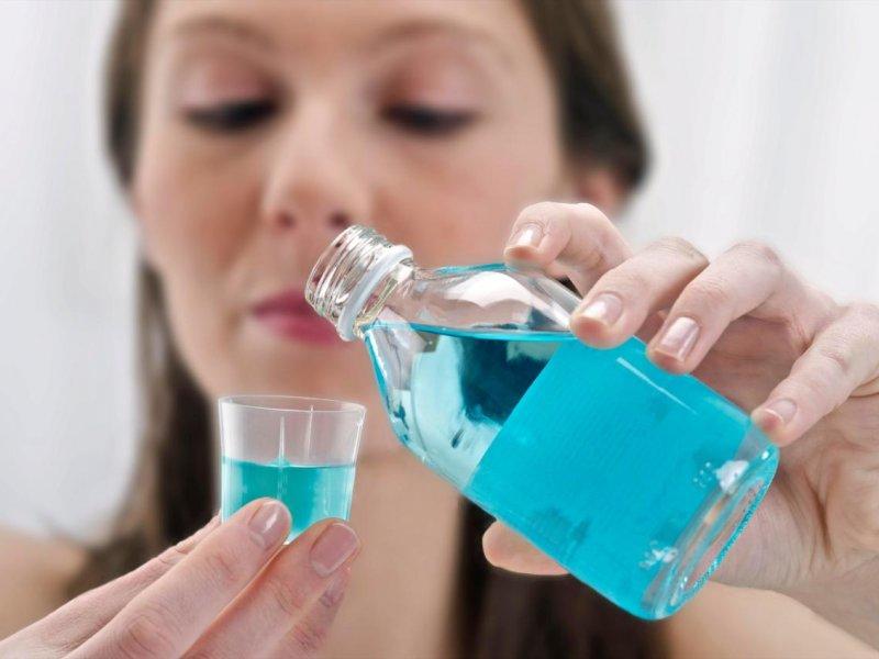 Чем лучше всего полоскать горло при коронавирусе