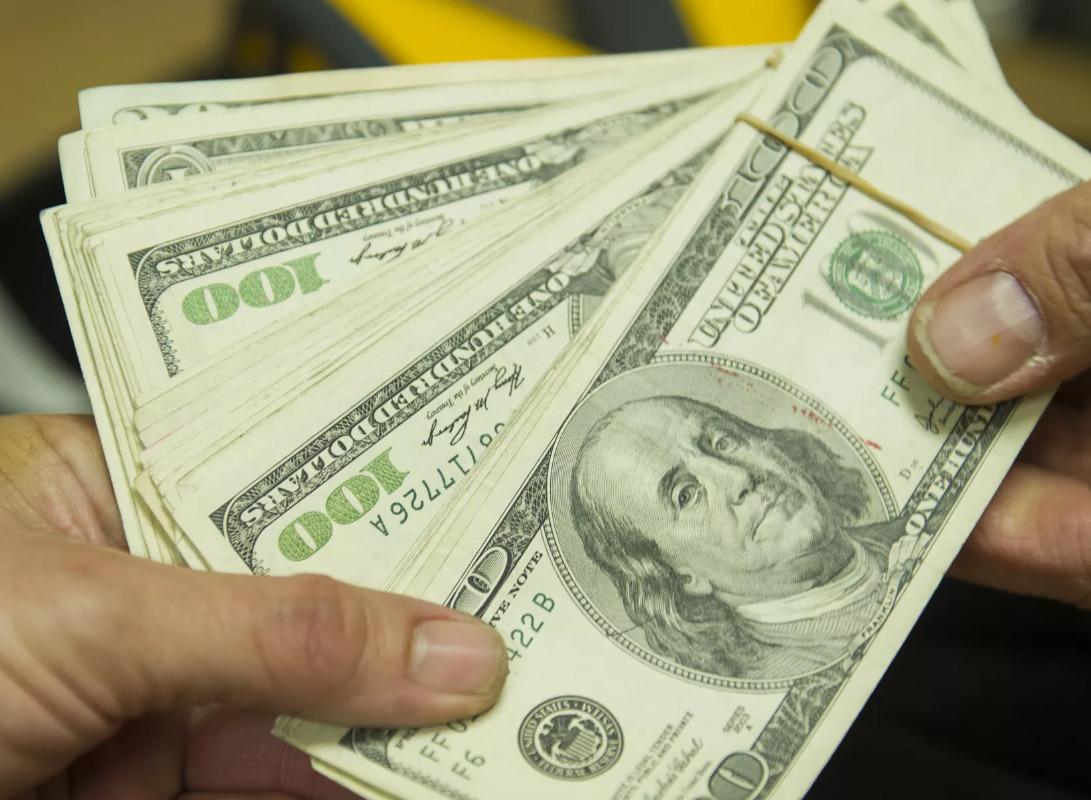 Когда лучше купить доллары по самой низкой цене в 2020 году