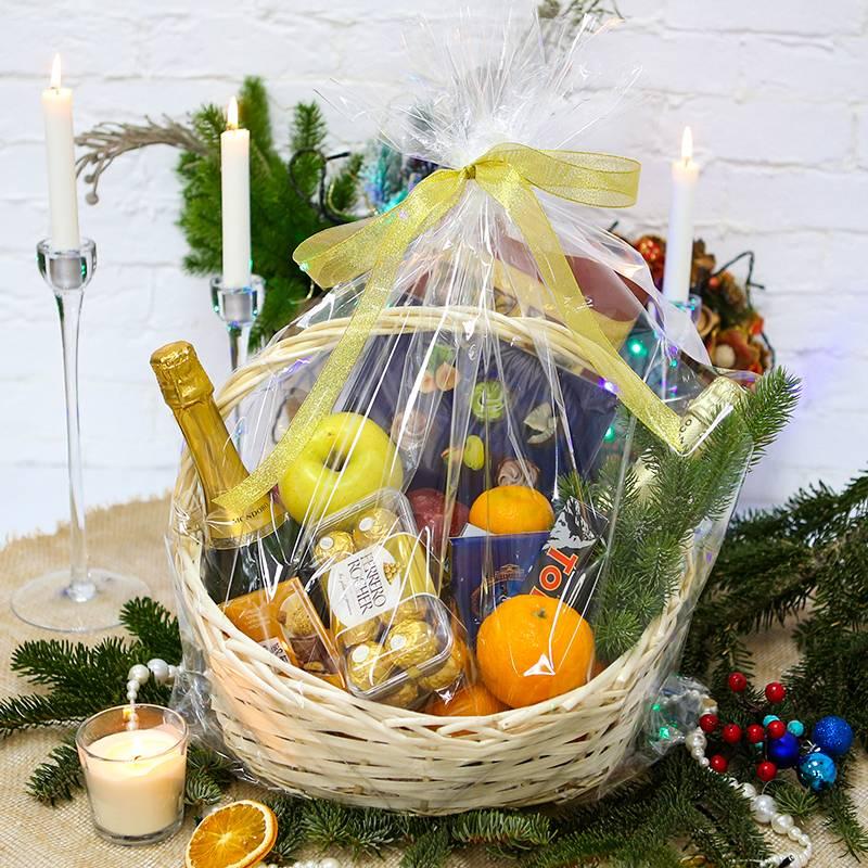 Конфетно-фруктовая корзинка с шампанским
