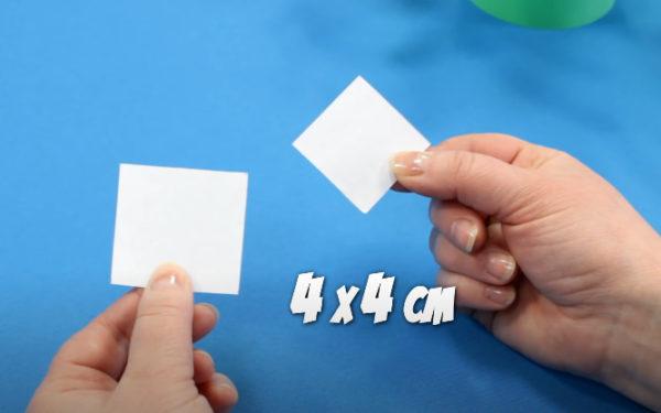 Вырезаем 2 квадратика