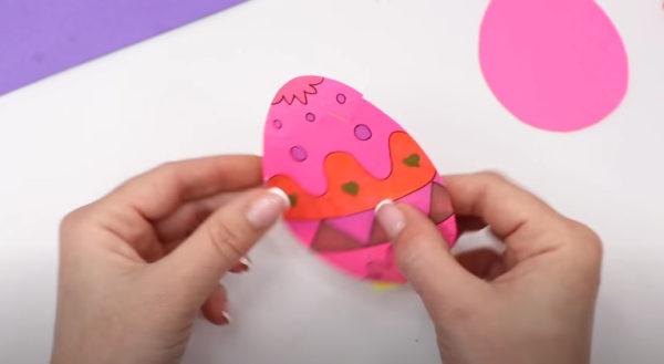 Соединяем две части яйца