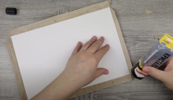 Лишнюю бумагу отрезаем