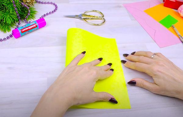 Лист желтого картона