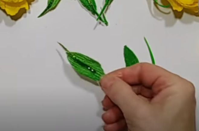вырезаем листики