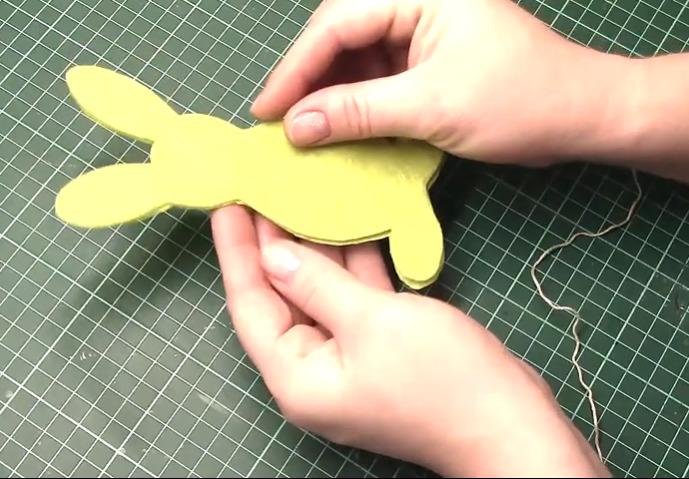 вырезаем детали кролика