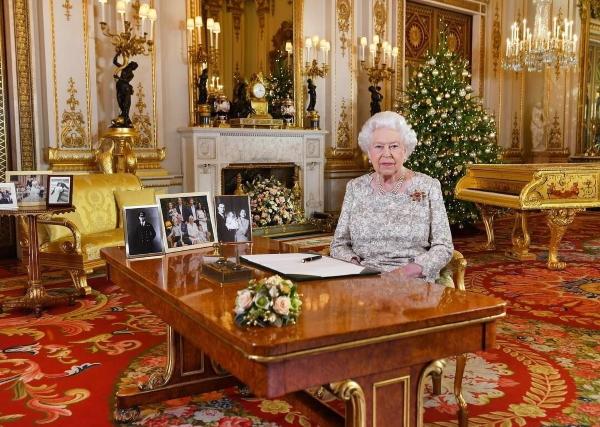 елизавета во дворце