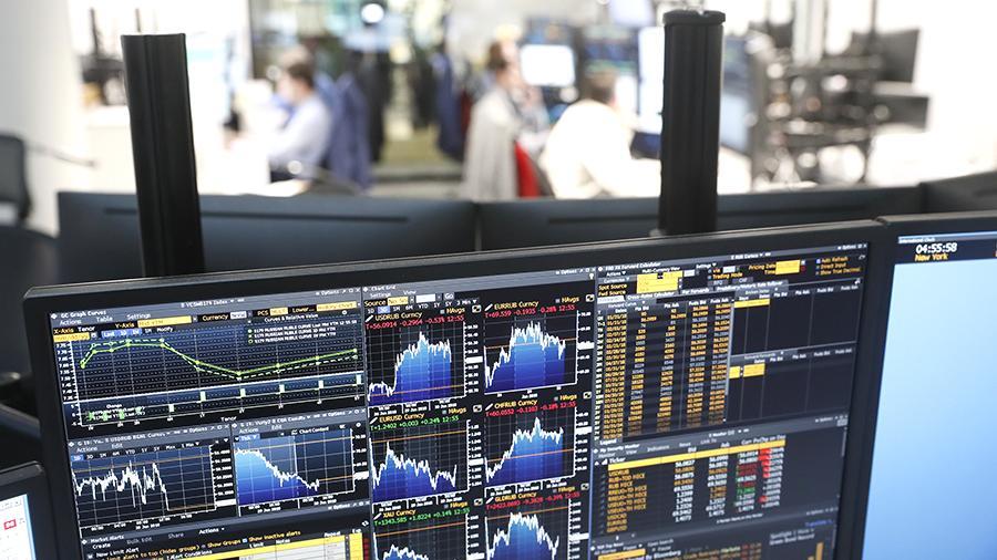 АКРА: Россия пока не может отказаться от доллара