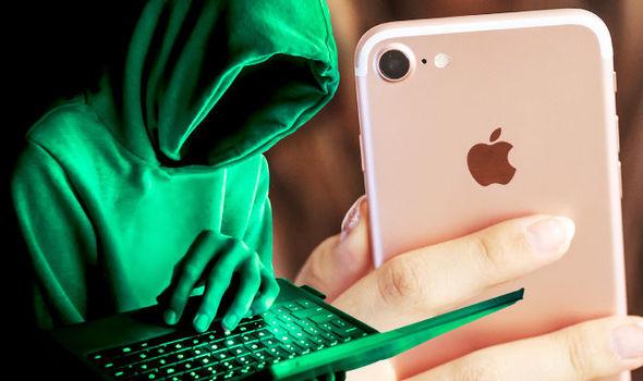 """Данные владельцев iPhone """"сольют"""" правоохранителям"""